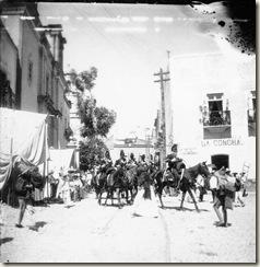 Gto_Desfile_frente_al_Campanero