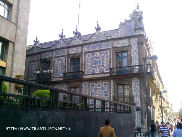 La casa de los azulejos en m xico df travel leon net for Casa de los azulejos sanborns df