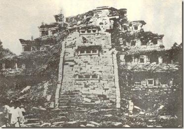 Fotografia de 1903 de la Piramide de los Nichos en El Tajin, Veracruz